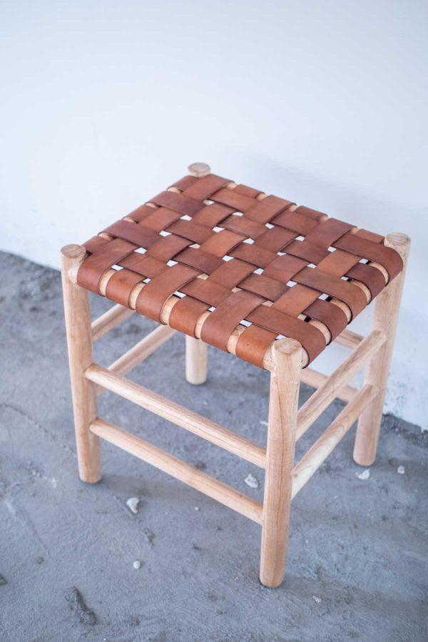 Håndlaget dansk design møbel til rimlig pris krakk i flettet skinn