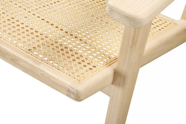 Falch & Frische lounge stol med armlener i dansk norsk nordisk design laget av ask.