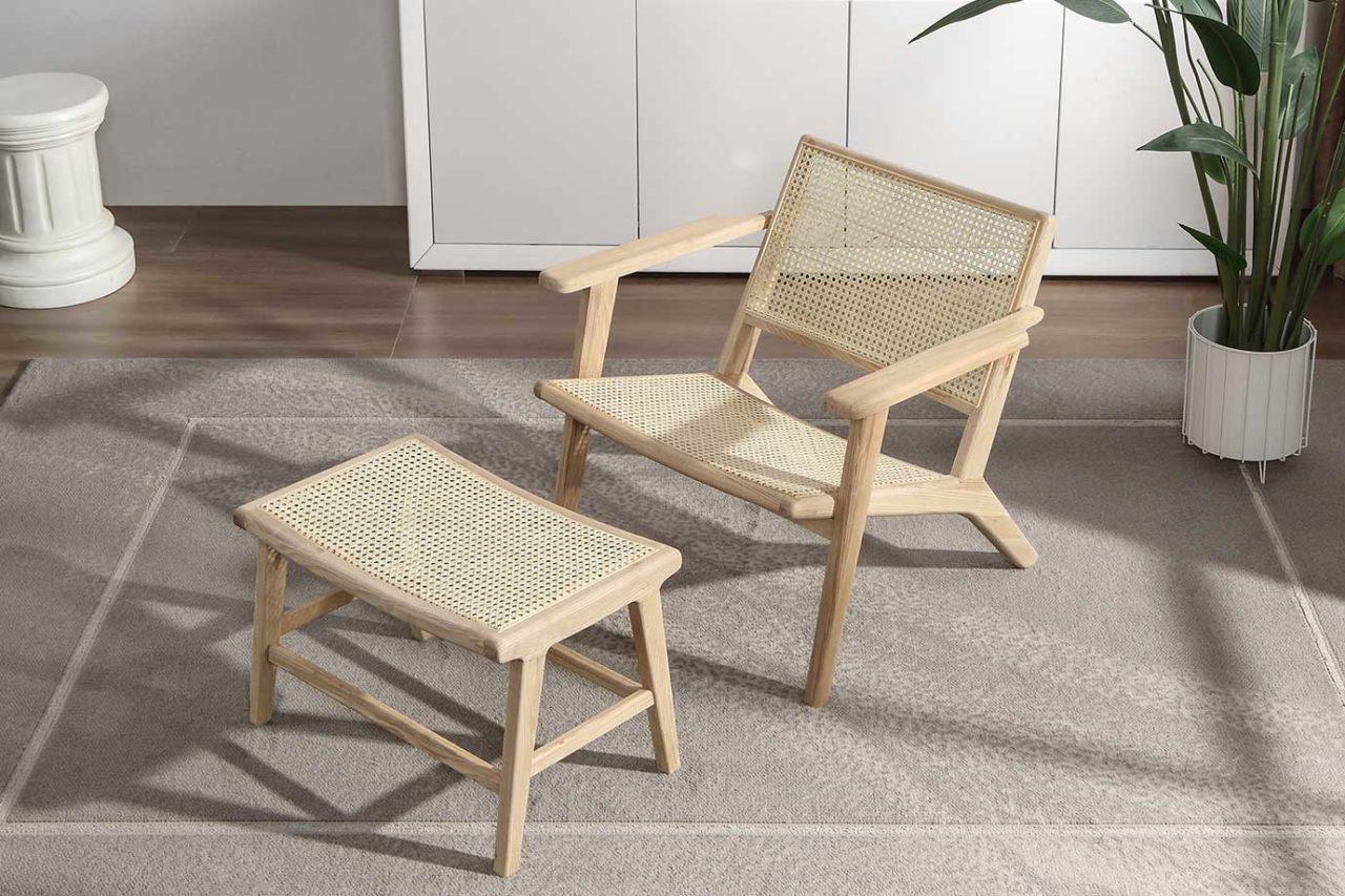 Bilde av FF-68 lounge stol i rattan og ask såpevasket møbel og krakk